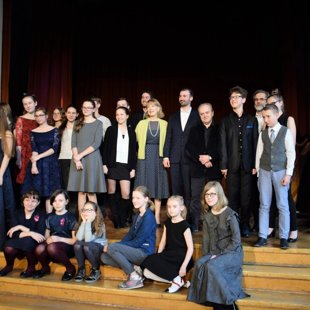 All contestants with jury members and organizers